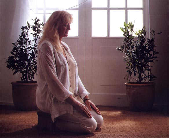 Easy-Steps-to-Natural-Healing-(Chrissie-Meditating)